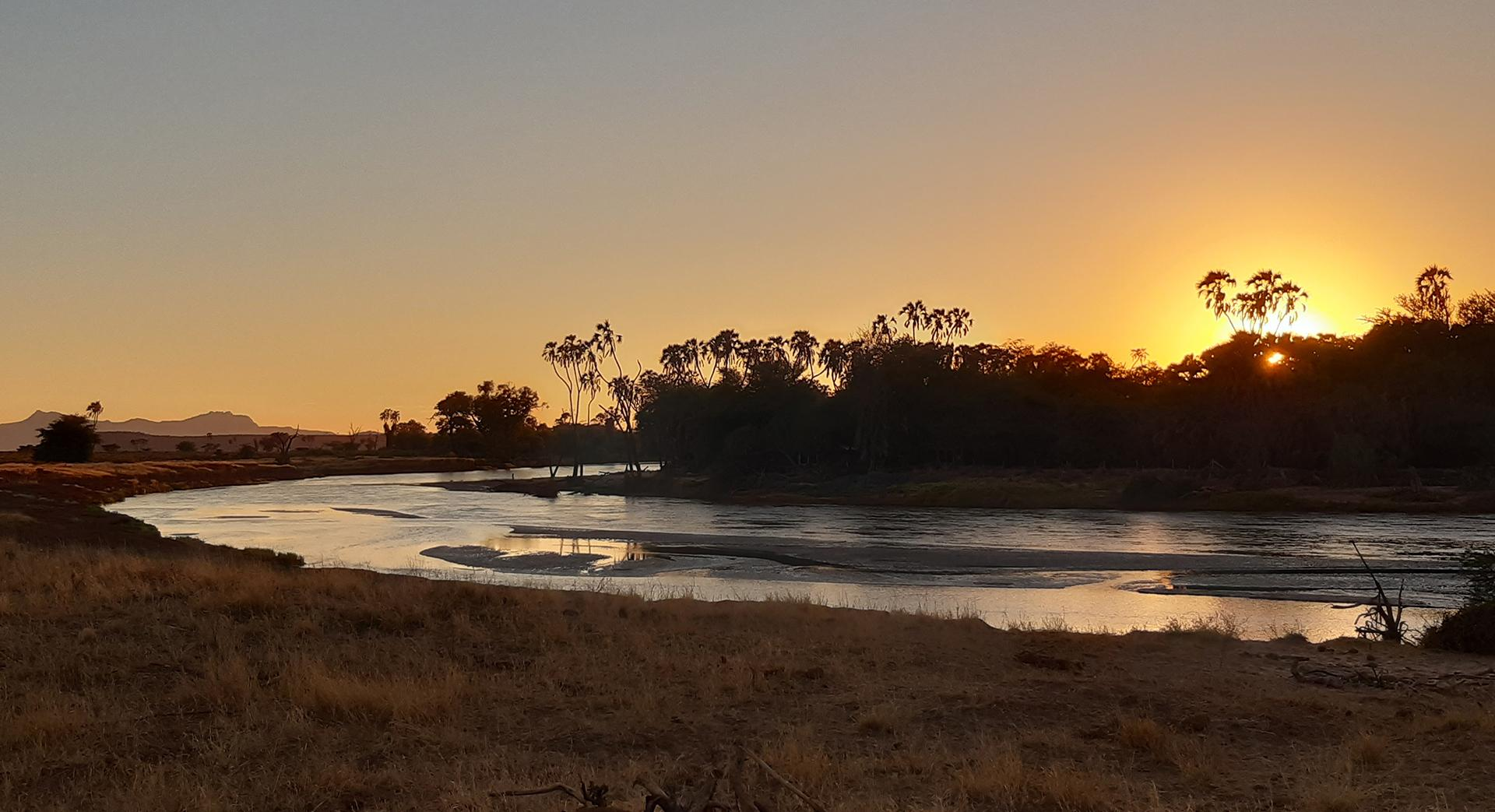 Pour changer, un coucher de soleil sur la rivière Ewaso Ngiro, qui sépare la réserve de Samburu de celle de Buffalo Springs